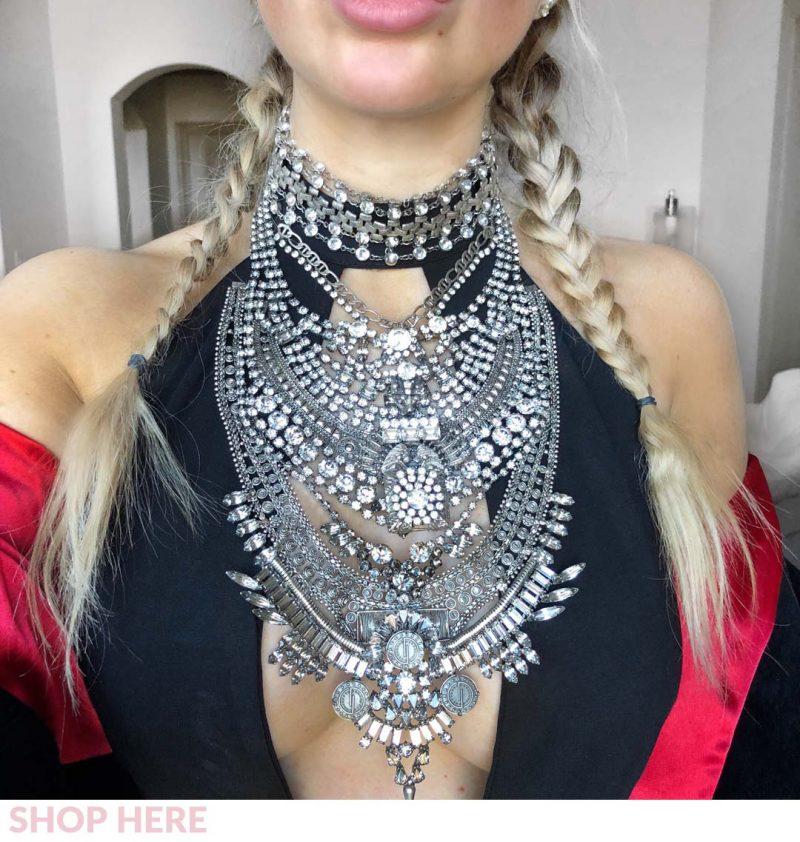 Lauren Nicolle, fashion blogger in statement jewelry necklace