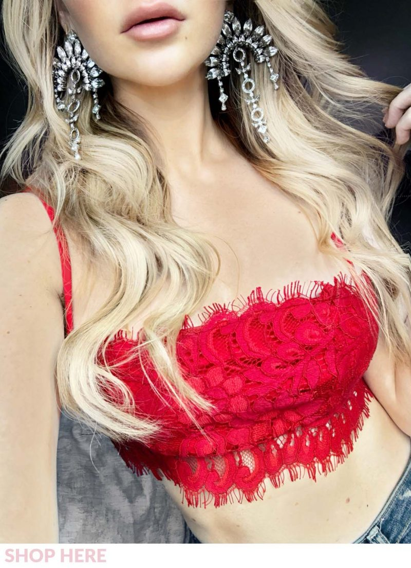 Lauren Nicolle, fashion blogger in statement jewlez earrings