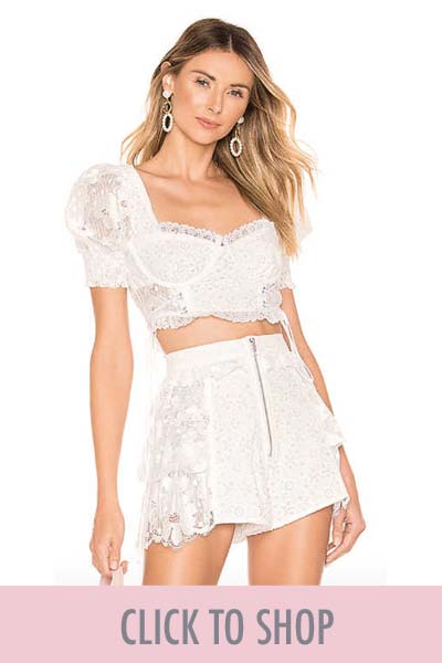 trends-80s-shoulders-white-shorts