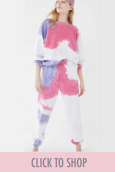 trends-tie-dye-pink-white-purple
